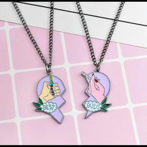 Jewelry - Best friend smoker necklace 😛